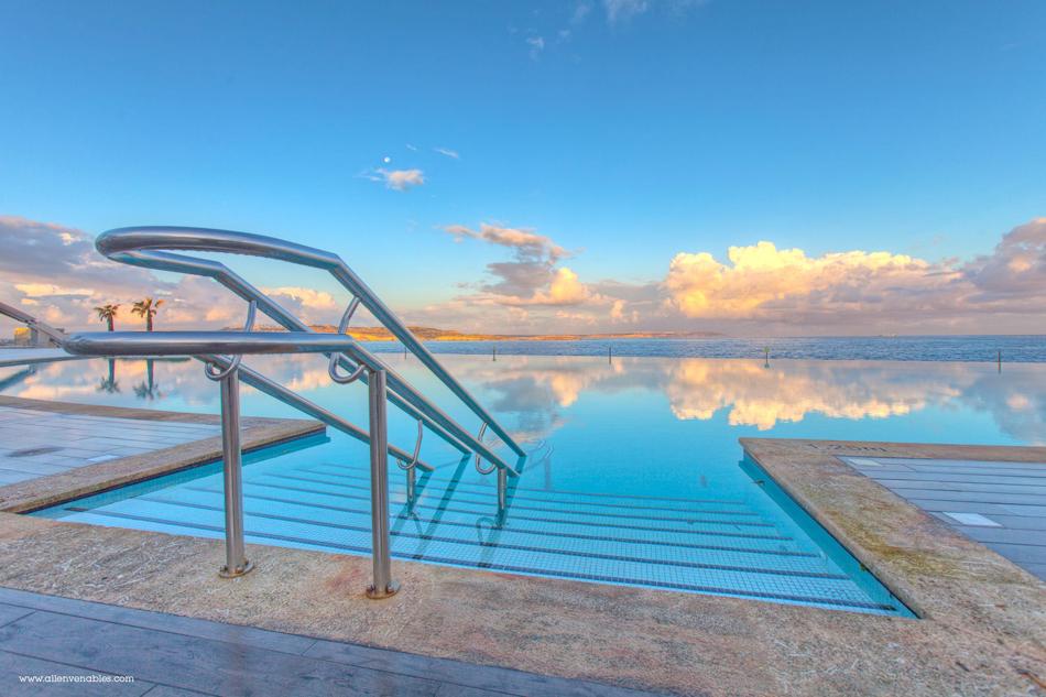 Pool sunrise Cafe del Mar